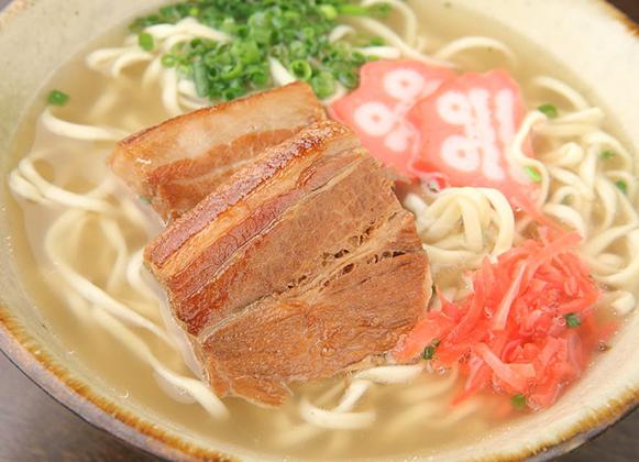 沖縄そば・つるつるシコシコの麺